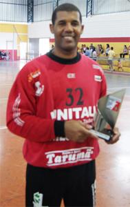 Michael Oquendo recebe troféu ESPN Melhor do Jogo
