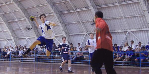 Depois de um início melhor da Metodista, Pinheiros equilibrou o jogo 1 da final do Infantil Masculino. Crédito: Marcio Hasegava