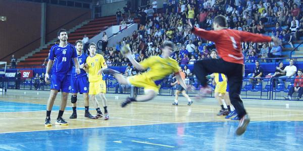A Hebraica tentou surpreender o Pinheiros e partiu para cima logo no começo do jogo 3 da final do Juvenil Masculino. Crédito: Marcio Hasegava