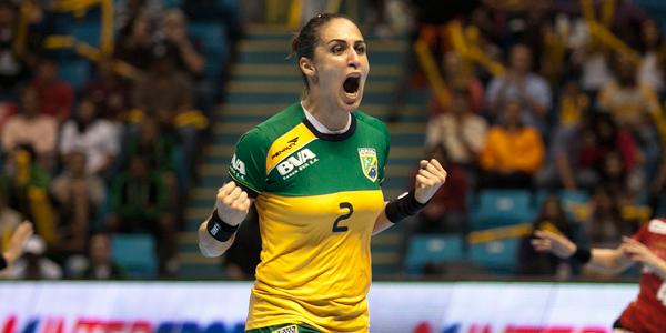 Ingressos para jogos do Brasil até o fim da primeira fase do Mundial Feminino poderão ser trocados por 1kg de alimento não perecível. Crédito: Divulgação