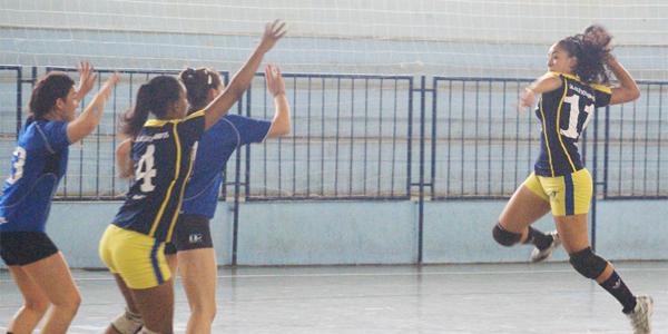 Após um início melhor de Pinheiros, São José reagiu no jogo 2 da final do Juvenil Feminino. Crédito: Hamilton Ramos