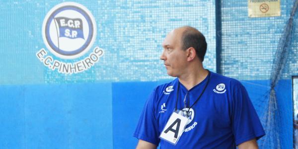 Para o técnico Sérgio Hortelan, o Pinheiros precisava de mais equilíbrio contra a Metodista no jogo 1 da final do Júnior Masculino. Crédito: Marcio Hasegava