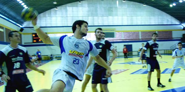 Mesmo fora de casa, Pinheiros impôs um ritmo forte contra a Metodista no começo do jogo 2 da final do Júnior Masculino. Crédito: Marcio Hasegava