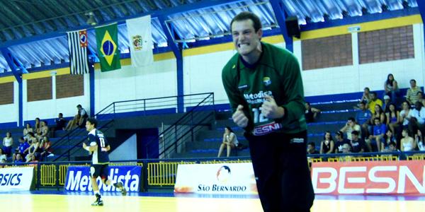 No fim, a Metodista venceu o Pinheiros e foi campeã do Júnior Masculino após cinco anos com 100% de aproveitamento. Crédito: Marcio Hasegava