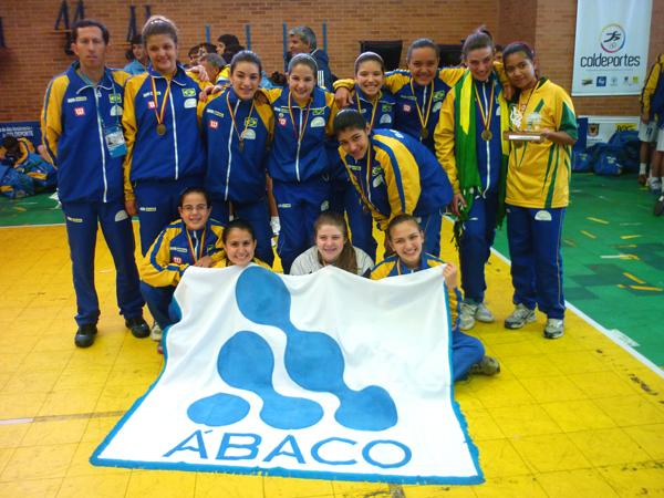 Equipe infantil feminina do Colégio Ábaco venceu o Campeonato Sul-Americano Escolar. Crédito: Rogério Carreon